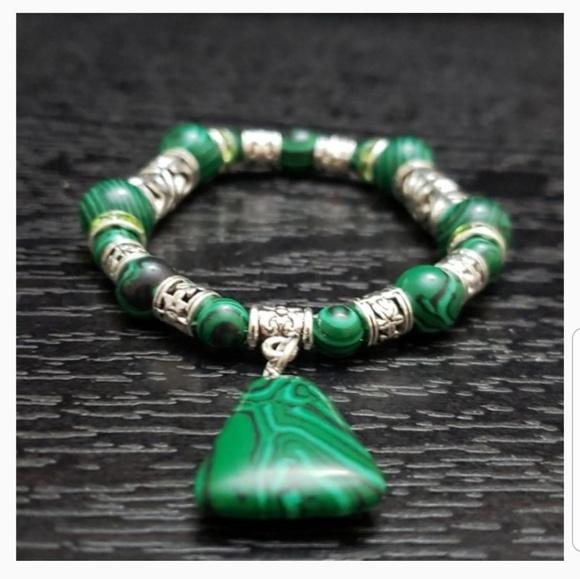 68bc1bd9785df 🆕 🔥 NWT Malachite bracelet triangle pendant